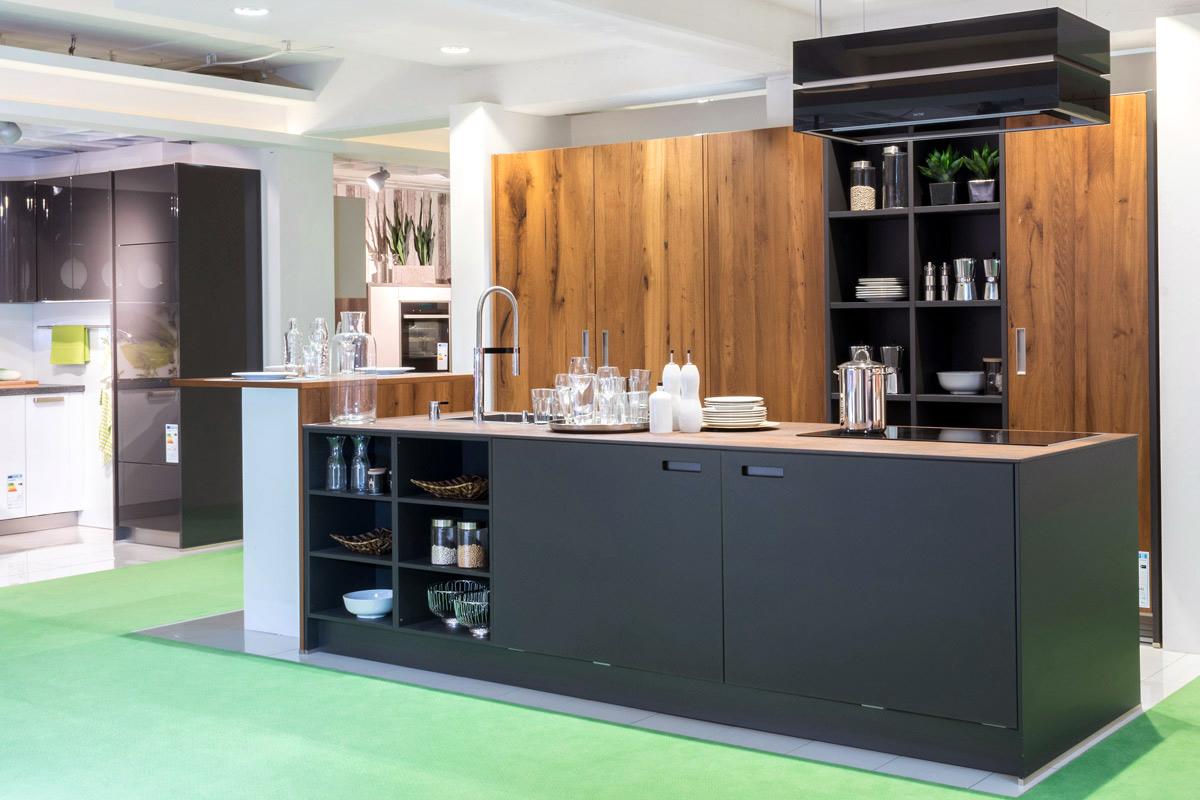 in unseren ausstellungsk chen zeigen wir ihnen unsere k chenvielfalt k chen janz. Black Bedroom Furniture Sets. Home Design Ideas