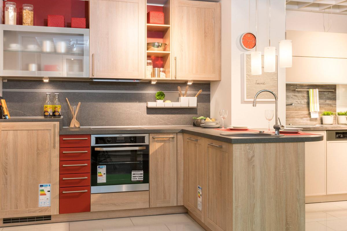 In unseren Ausstellungsküchen zeigen wir Ihnen unsere Küchenvielfalt ...